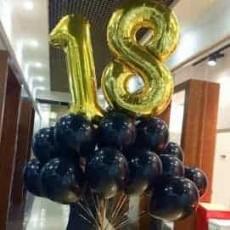 Облако чёрных шаров с двумя цифрами (цвет цифр на выбор золото-серебро)